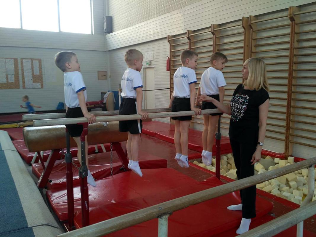 """Гимнастика для детей. Упражнения на брусьях. Занятия в """"Мире Гимнастики"""""""