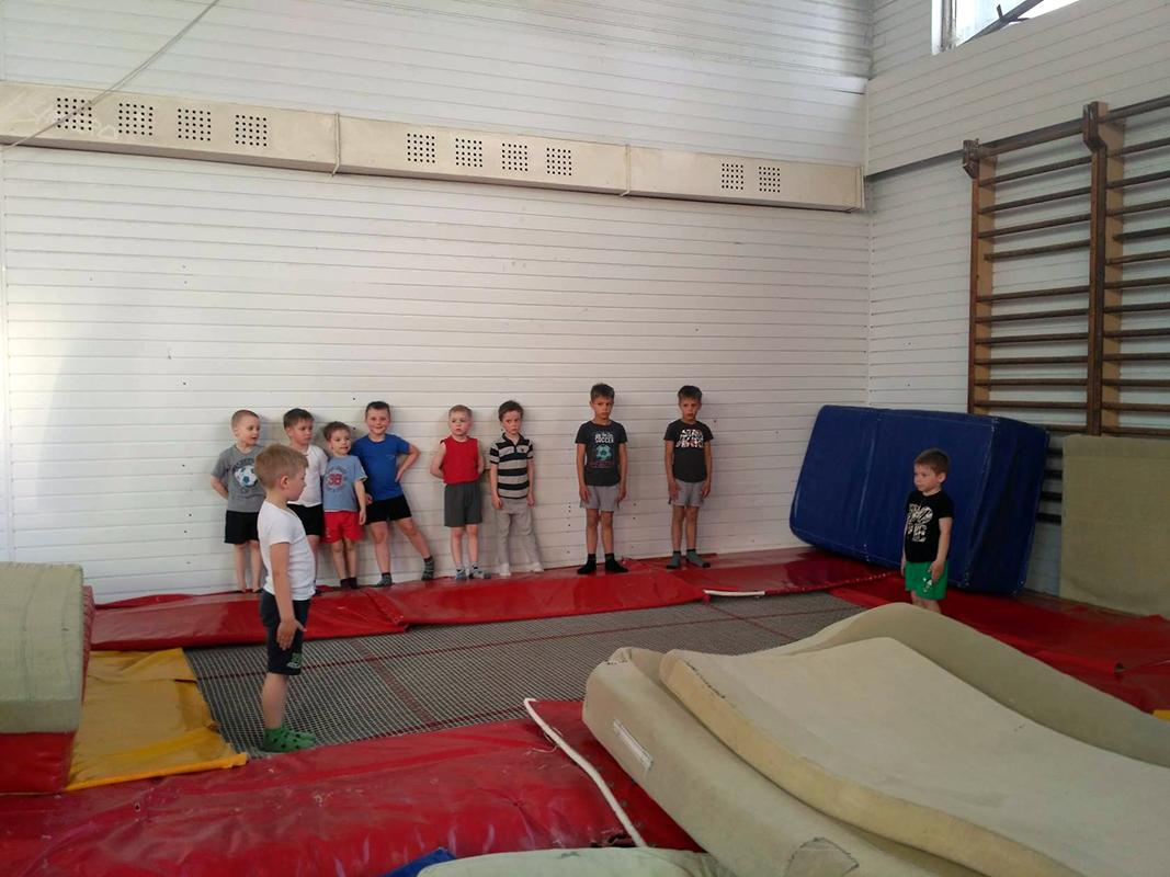 Гимнастика спортивная. Упражнения на батуте